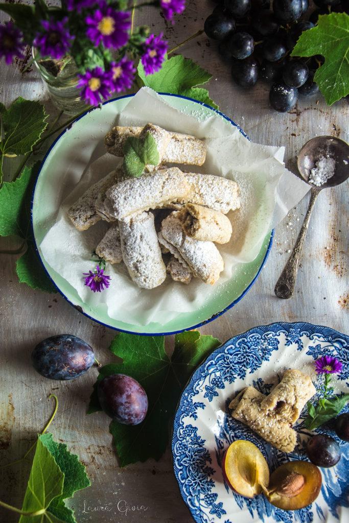 Frollini con farina d'avena, uva e prugne