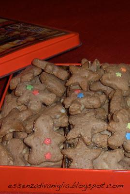 Biscotti-mini di Natale al cioccolato e mandorle
