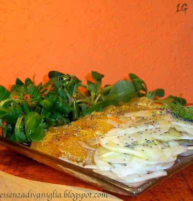 Insalata di finocchi, soncino e arance con semi di papavero