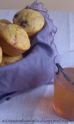 Muffins ai frutti di bosco e allo yogurt e té verde profumato alla vaniglia
