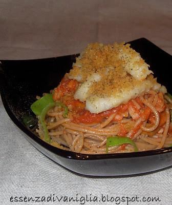 Spaghetti integrali con sugo di Baccalà e pane croccante