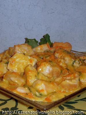 Bocconcini di pollo speziati con yogurt e verdure