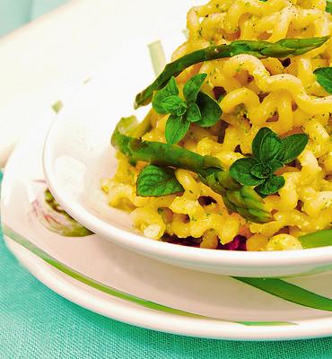 Fusilli Lunghi con Asparagi al Pesto Misto Aromatico