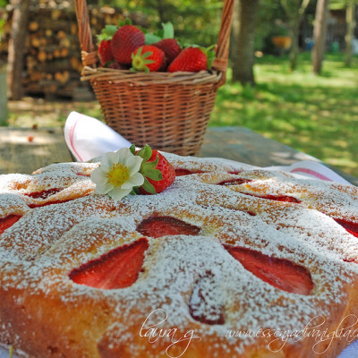 Torta morbida di fragole e yogurt