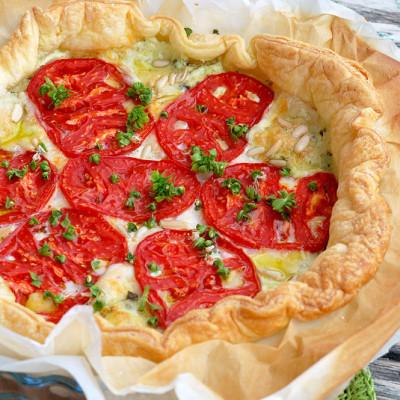 Sfogliata ai pomodori  San Marzano con mozzarella, robiola e basilico