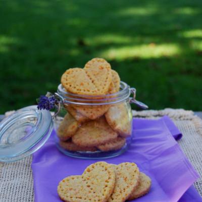 Biscotti che ti rubano il cuore: i frollini con carota e cocco (senza uova)