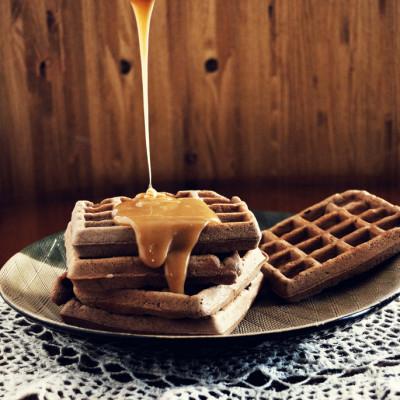 Waffle al cioccolato con Salsa al Caramello Salato