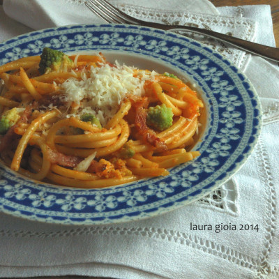 Bucatini con Broccolo Romano, Pecorino e Guanciale