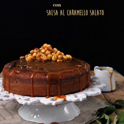 Torta di cioccolato e nocciole con salsa al caramello salato…