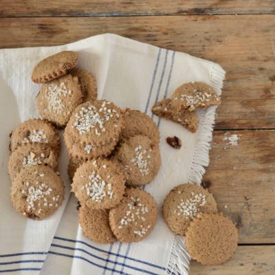 Biscotti con Farina di Malto Nero e Frutta Secca