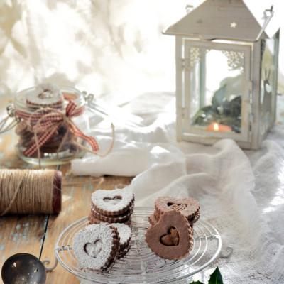 Biscotti al Cioccolato Ripieni di Salsa Mou e Noci