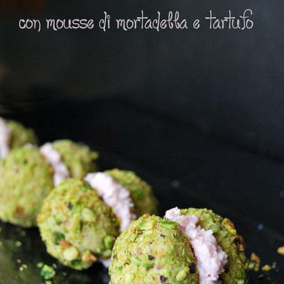 Baci di dama con mortadella e pistacchi per la giornata nazionale della Mortadella
