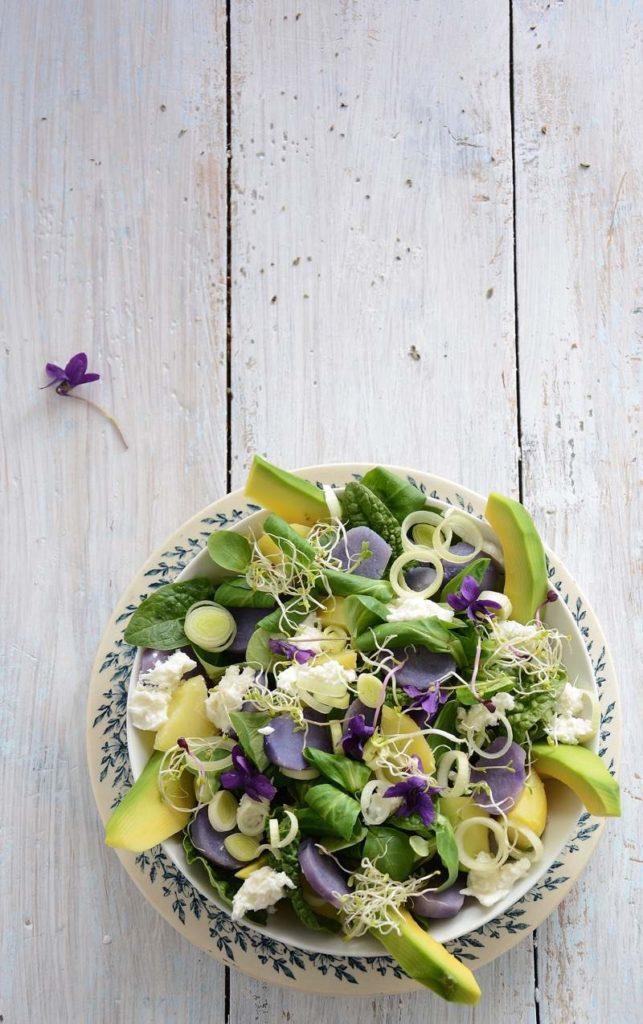 Insalata di patate viola e avocado