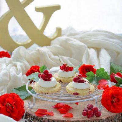 Minicheesecake con Ribes e Sablé alle Rose