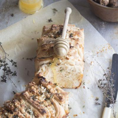 Pull Apart Bread Salato con Pecorino, Miele, Timo e Noci