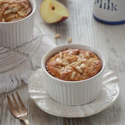 Tortine di mele e pinoli in cocotte