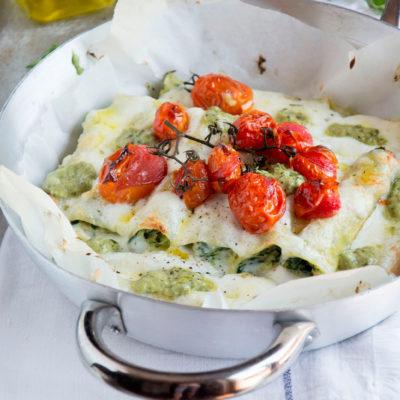 Cannelloni di robiola e pesto di rucola con pomodorini arrosto