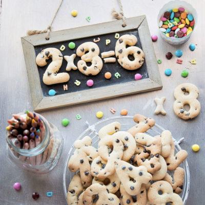Biscotti a forma di Numero con Gocce di Cioccolato
