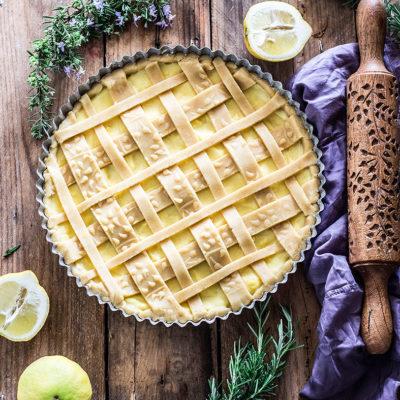 Crostata con crema di limone e rosmarino