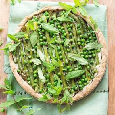 Quiche di Primavera: Torta Salata con Ricotta, Asparagi e Piselli