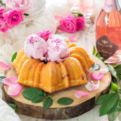 Bundtcake con fragole e yogurt greco